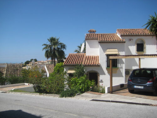 LARGE Townhouse in a quiet part of Calahonda and comprising of :- Main House :- 3 Bedrooms and 2 ful, Spain