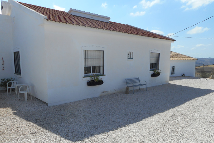 This is a unique property in a rural setting close to the popular village of Villanueva de la Concep, Spain