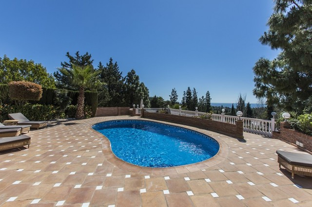 This house has it all! Immaculate four bedroom villa with ensuite bathrooms on the golf and with sea, Spain