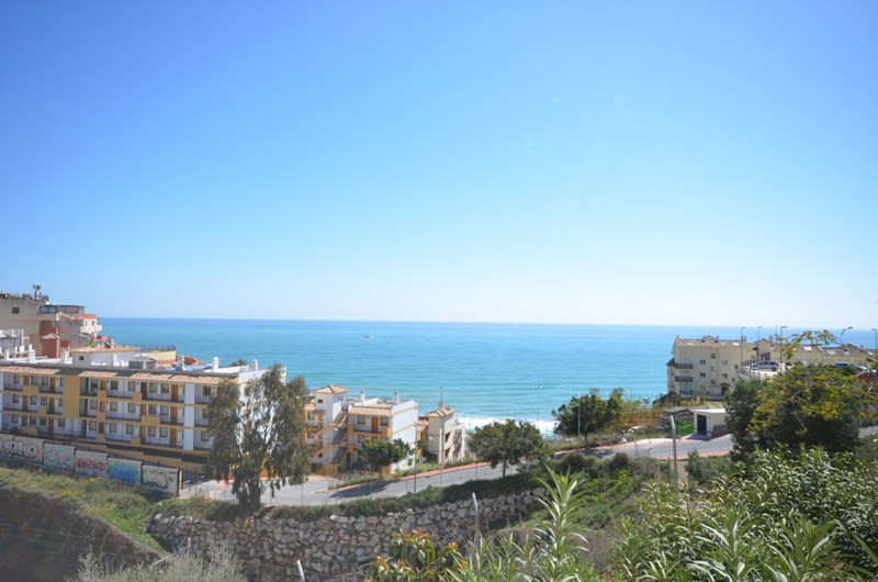 This nice and cozy apartment is situated near the beach of Carvajal. It´s located in a private commu, Spain