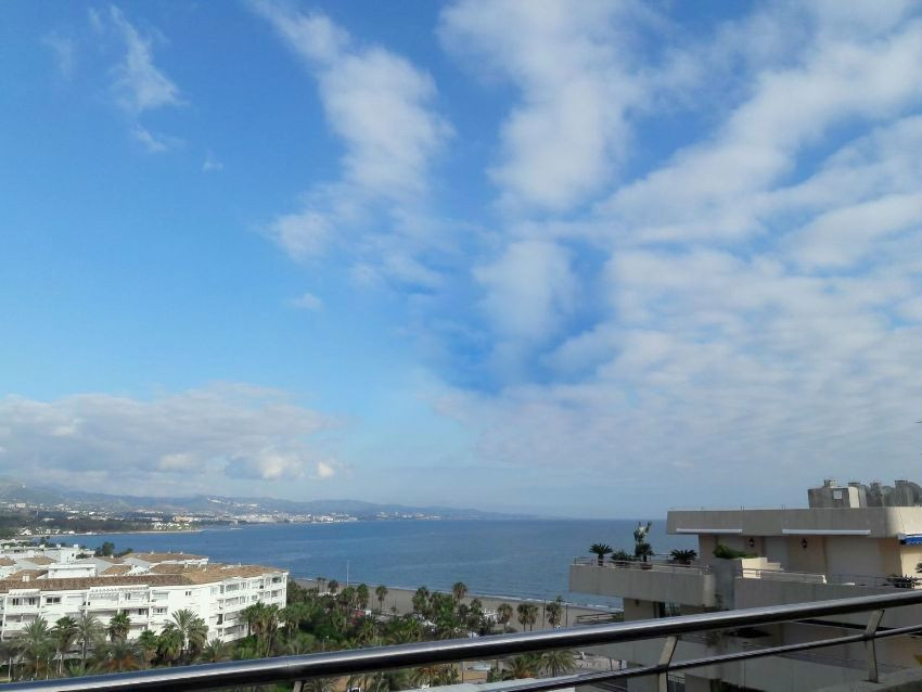 Spectacular penthouse (top floor) with views to the sea and the mountains of Marbella. To enter to l,Spain