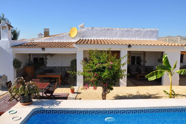 Rural and quiet area Only 20 min. from the European School A 2 min. from the A77 motorway (toll San ,Spain