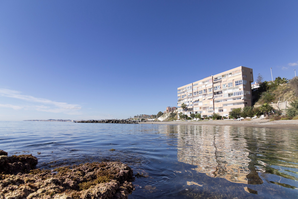 Stunning apartment located on the beachfront. If you are in love with the sea, the sun and nature do, Spain