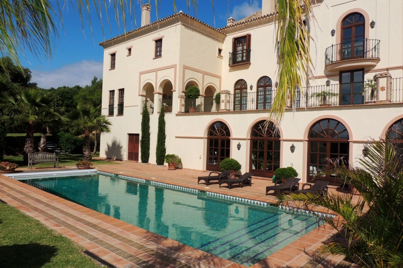 Spectacular first line golf villa in San Roque  With an area of 3958 sqm and 1157 sqm built, the sou, Spain