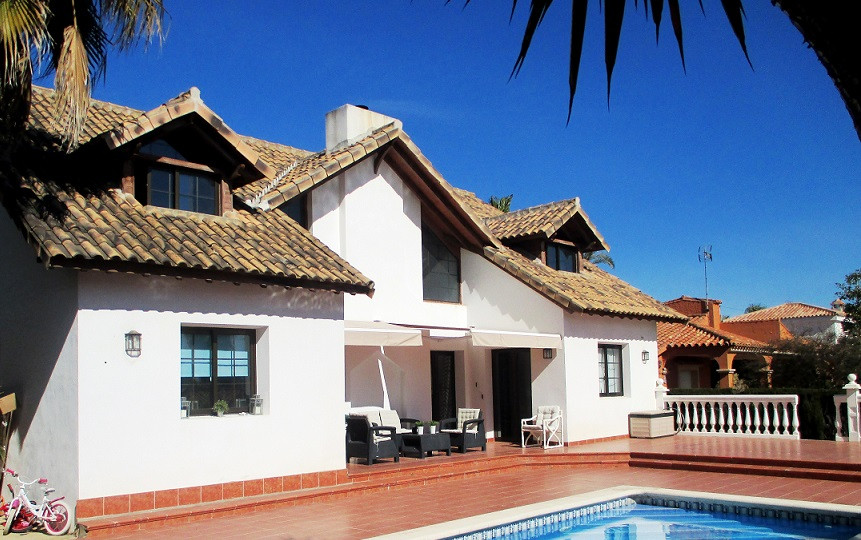 GREAT PROPERTY ON THE BEACH SIDE  Fantastic villa of 5 bedrooms and 4.5 bathrooms is located in a pr,Spain