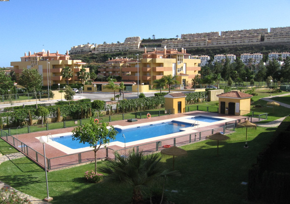 This lovely penthouse apartment is situated in Los Prados del golf, walking distance from the centre,Spain