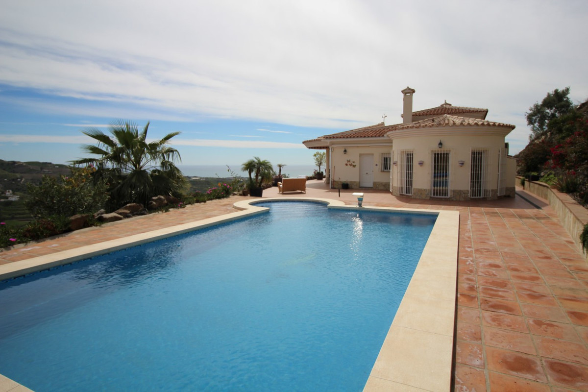 Wonderful Villa in Arenas with panoramic views to the sea and the mountain. The Villa is distributed, Spain