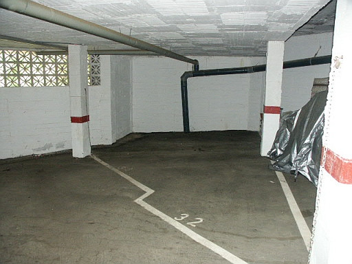 Double parking space in the lower part of Calahonda with space for a car and a storage room. High se,Spain