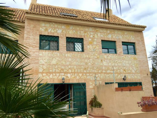 Large, quality, linked house on 3 floors as well as an under-build and sun terrace in small urbaniza,Spain