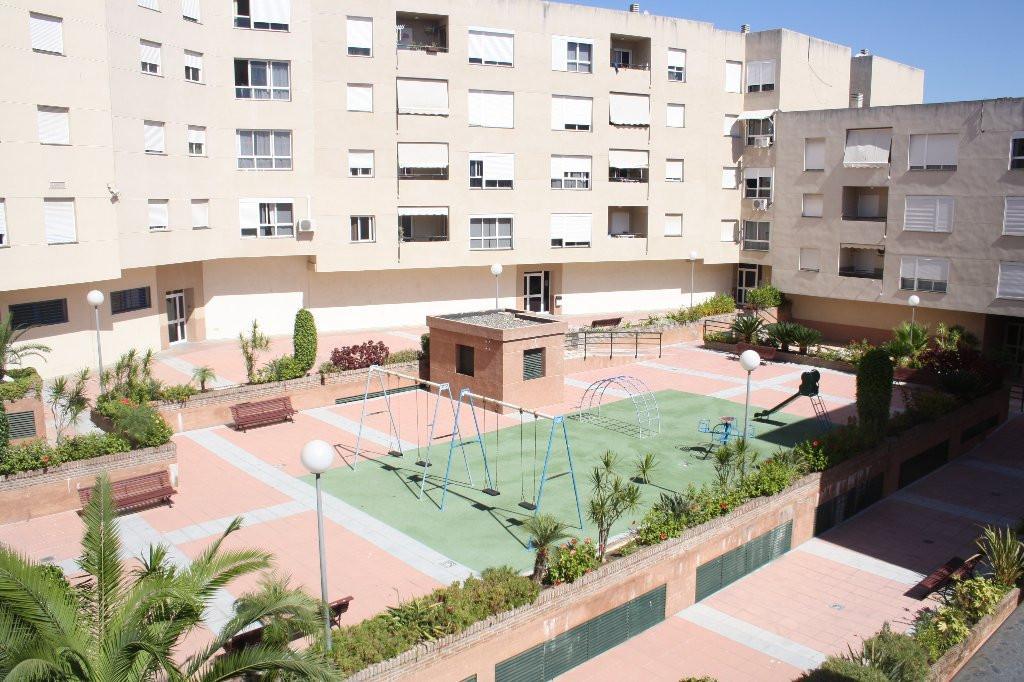 Estupendo piso en la mejor zona del casco Urbano de Estepona.  Playa a 100 mt. Esta cerca de todo. CSpain