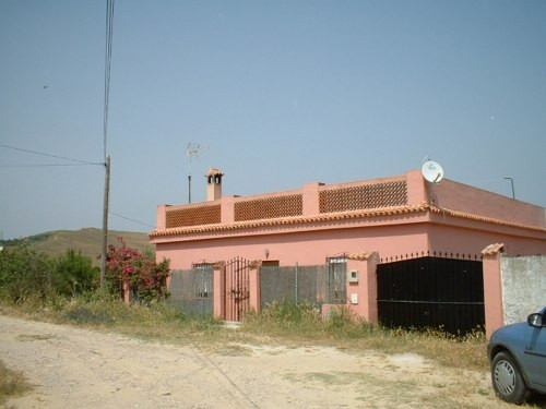 3 bedroom country house with pool & orchard of fruit trees.  100m2 built on 800m2 land. Situated,Spain