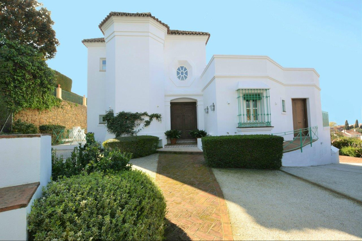 EXCLUSIVE, SINGULAR FAMILY VILLA IN THE GOLDEN MILE, A FEW MINUTES WALKING FROM THE CENTER OF MARBEL,Spain