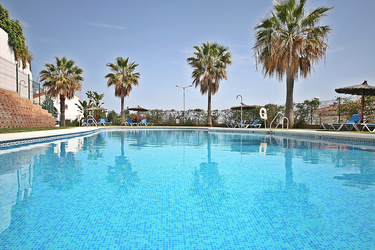 Special Offer! Bright & spacious townhouse 10 minutes from La Cala De Mijas beach set within a g, Spain