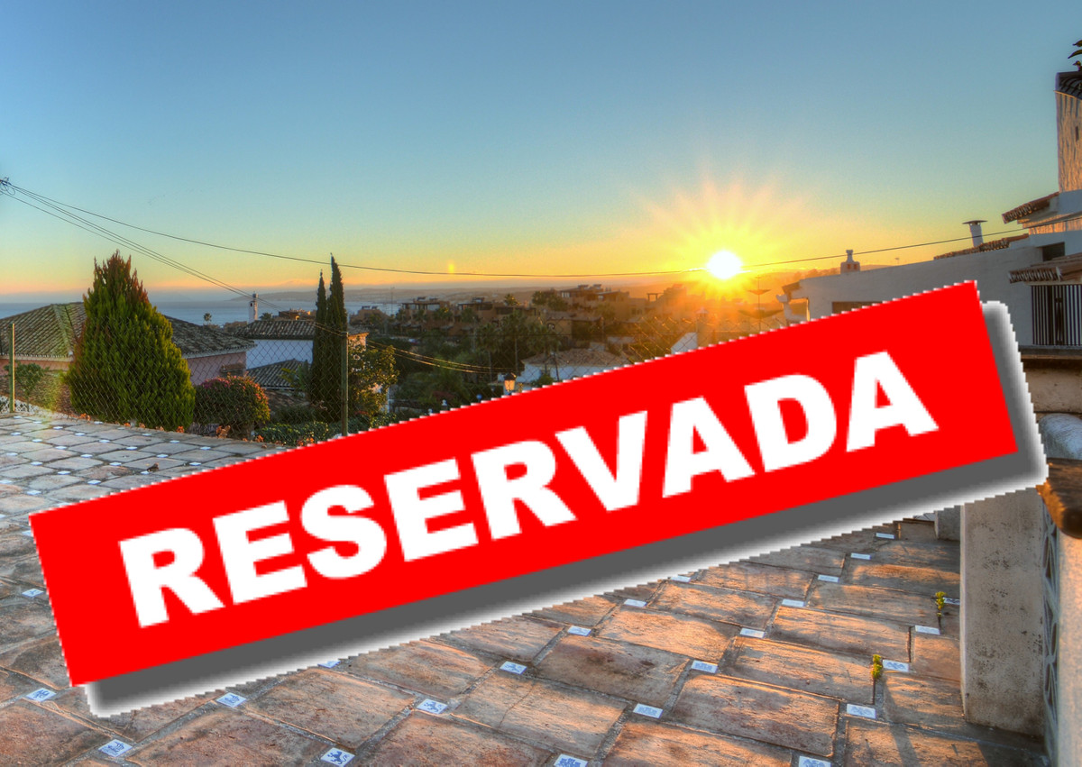 INDIVIDUAL CHALET IN URB. PUERTO DE ESTEPONA  Opportunity. Unique in the area. With a large terrace,,Spain