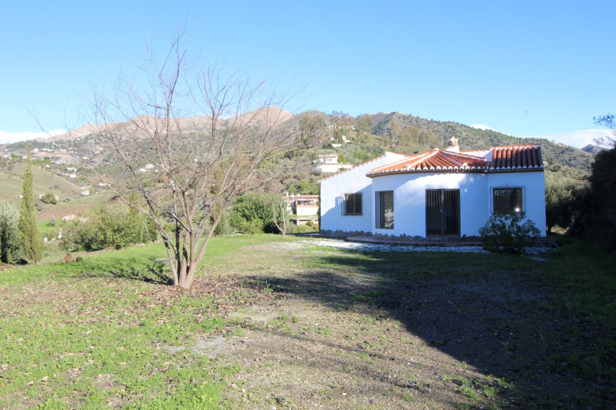 Nice new construction villa with marvellous panoramic views, only 5 min. from the village and 15minu,Spain
