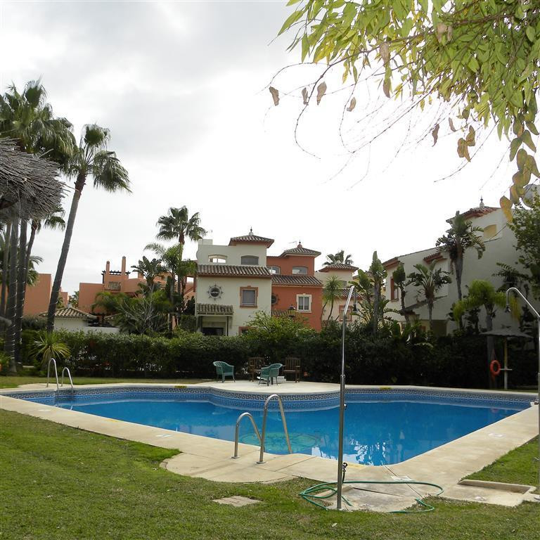 This 3 bedroom 2.5 bathroom townhouse has just come on the market.  In a popular area of Estepona an,Spain