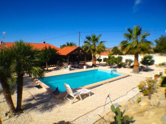 Charming 3 detached villa estate, comprising of a 3 bedroom, a 2 bedroom and a 1 bedroom villa in Mu,Spain