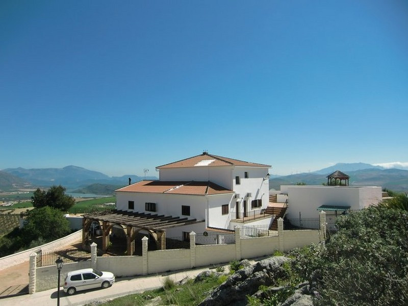 A BEAUTIFUL VILLA WITH 4 GUEST APARTMENTS NEAR TEBA. CAN BE USED AS A B&B.  A stunning property ,Spain