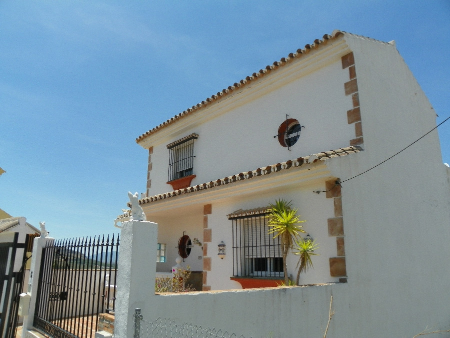 Excellent villa located in the village of Alora. Only minutes to all amenities of the area, shops an,Spain