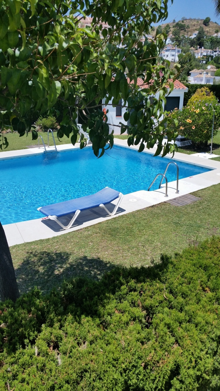 Nice apartment located near the golf courses in Nueva Andalucia 5 minutes from Puerto Banus. The pro,Spain