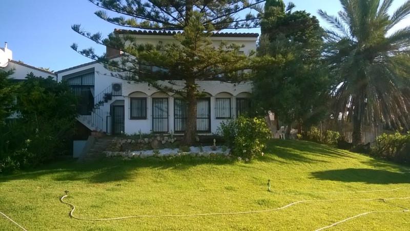 Detached Villa, Estepona, Costa del Sol. 4 Bedrooms, 3 Bathrooms, Built 235 m�, Terrace 20 m�, Garde,Spain