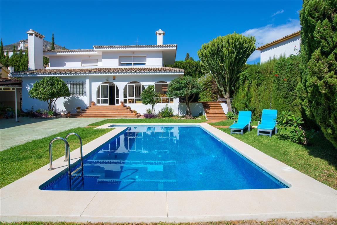 Detached Villa in Benalmadena, with total renovation in 2006, has 4 bedrooms, 3 bathrooms, 194 m2 bu,Spain