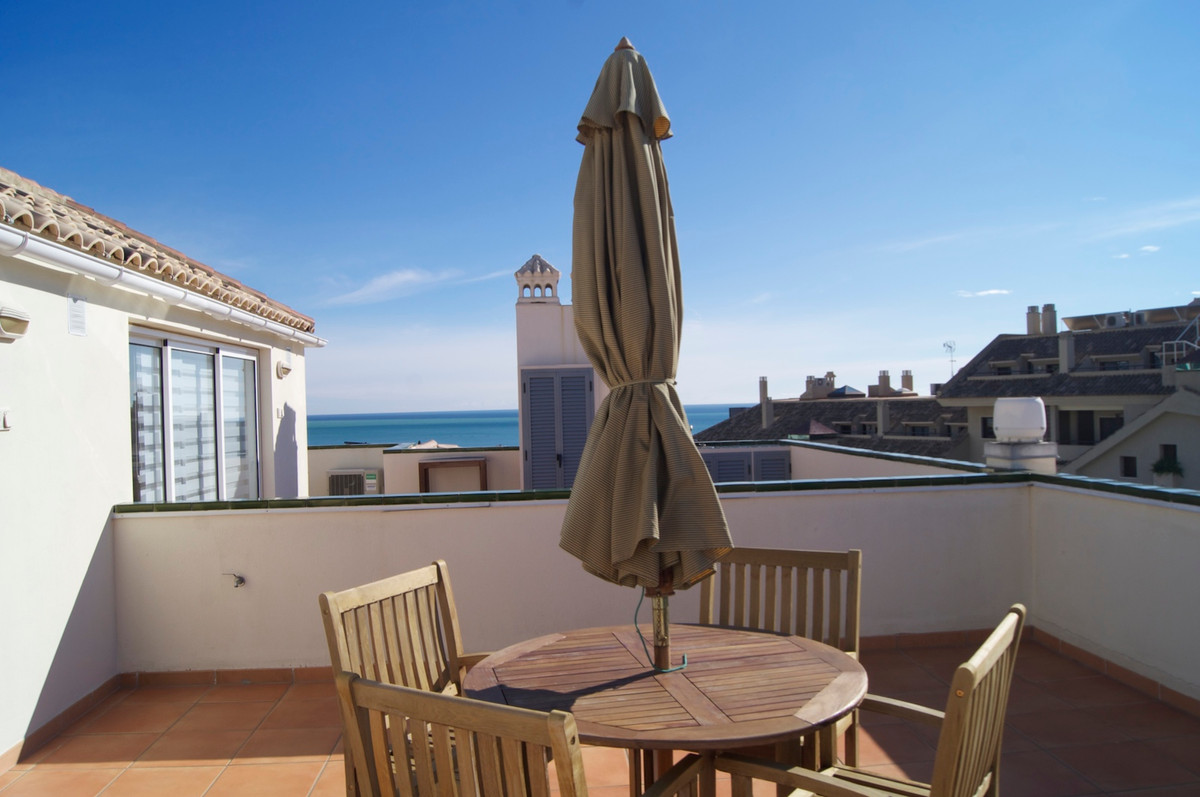 Two bedroom apartment in a modern community. Very spacious apartment in two floors with sea view. Do, Spain