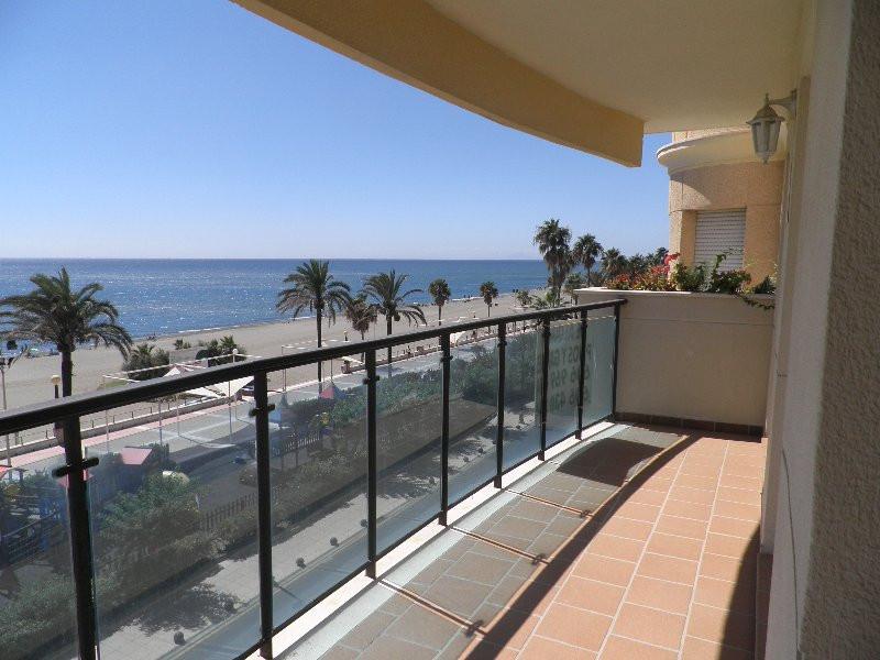 Apartment - Middle Floor, Estepona, Costa del Sol. 4 Bedrooms, 2 Bathrooms, Built 120 m², Terrace 20,Spain