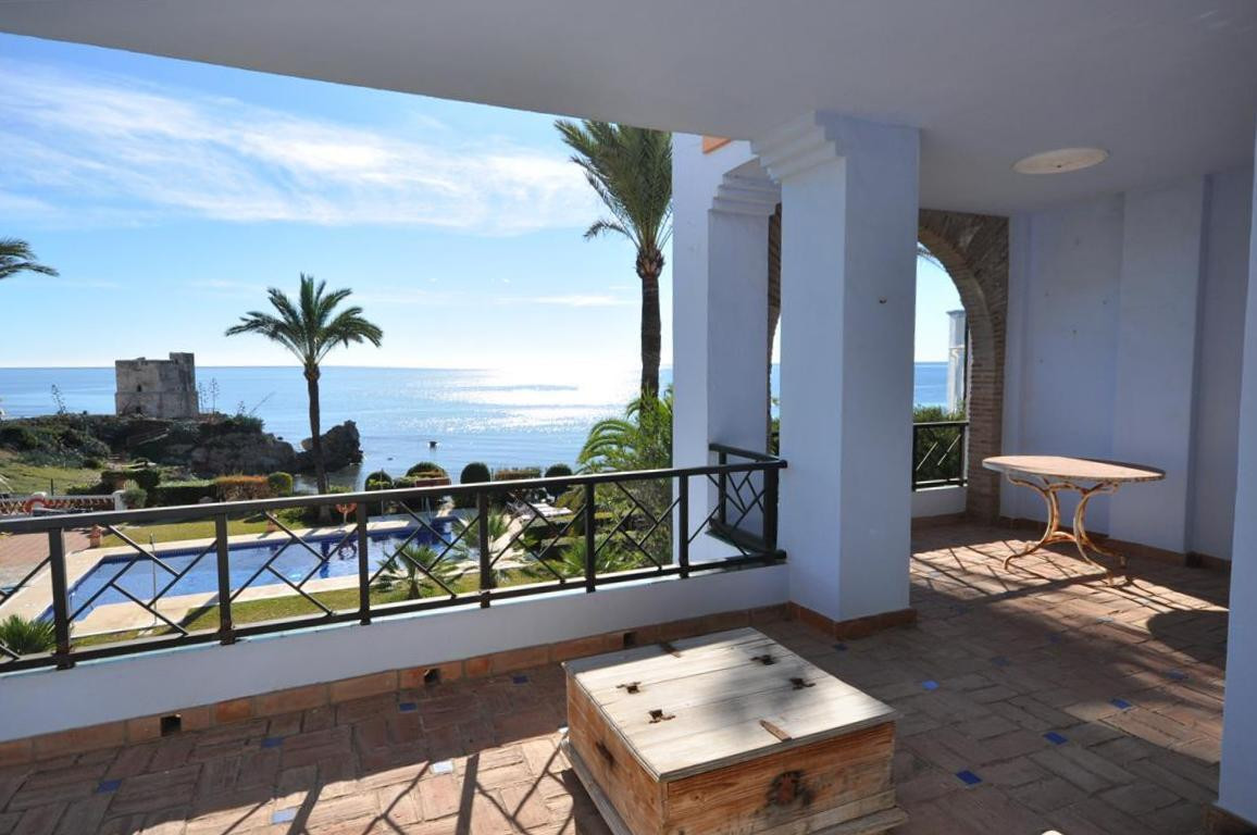 Luxury front line beach penthouse apartment with solarium. On a 1st floor and in good condition,, th, Spain