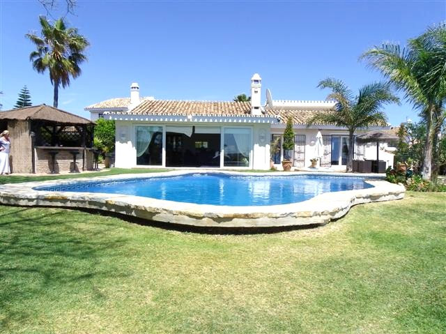 A lovely 3 bedroom single level villa set on an elevated plot with open sea views. Large open and li,Spain