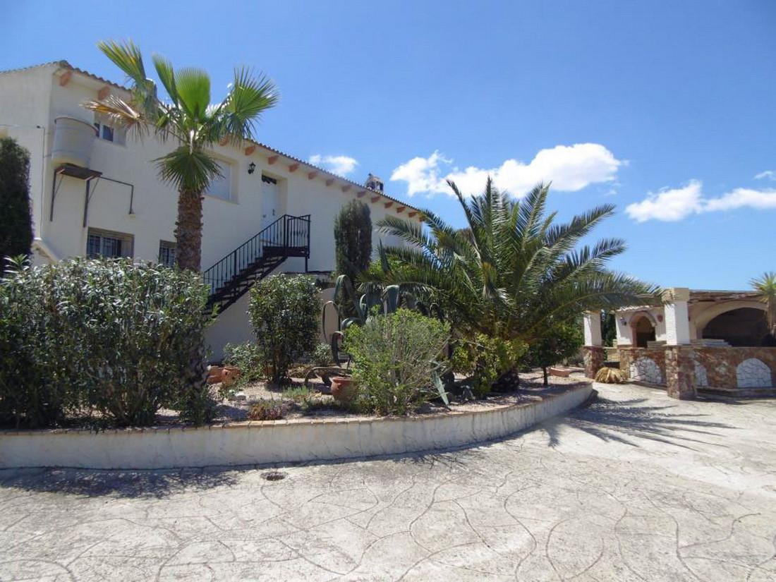 Fully furnished 6 bedroom detached villa, each bedroom has its own en suite.  Recently refurbished f,Spain