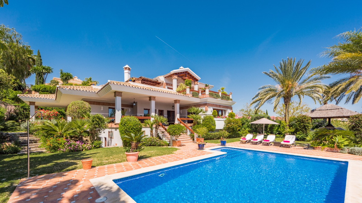 Beautiful 3 bed villa with separated service apartment within Los Flamingos Golf Resort. It has pano,Spain