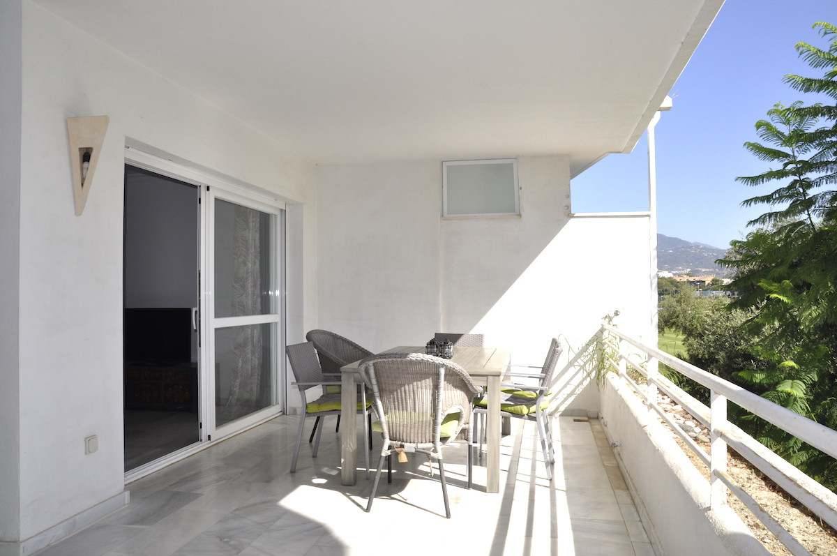 Middle Floor Apartment, Guadalmina Baja, Costa del Sol. 2 Bedrooms, 2 Bathrooms, Built 112 m², Terra, Spain