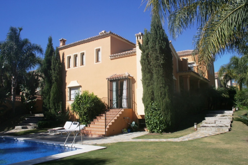 VERY NICE FAMILY VILLA SITUATED IN GUADALMINA ALTA, NEARBY THE GOLF COURSE AND THE CLUB.  GOOD QUALI, Spain