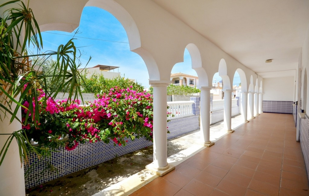 Arabic style house in Churriana just few minutes from the beach and shopping centers.  It is distrib, Spain