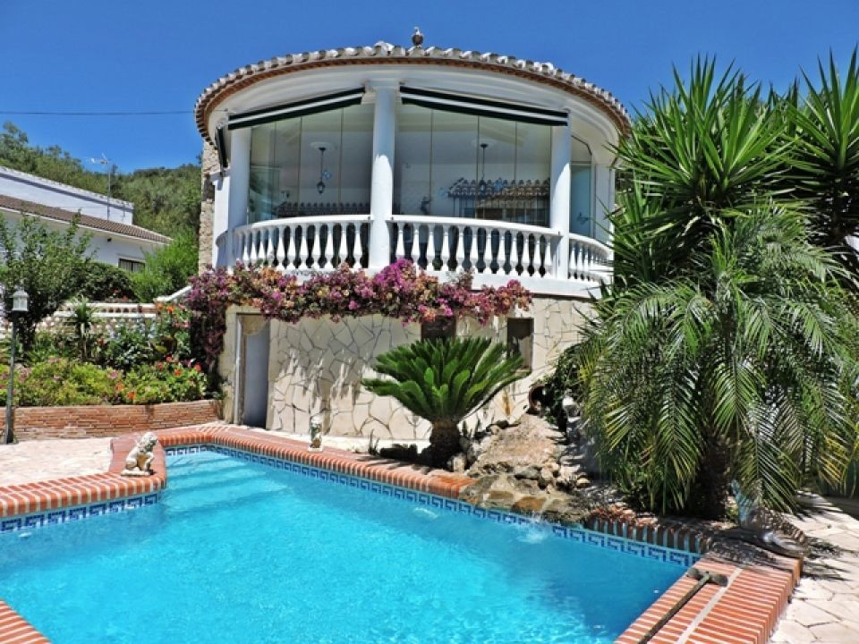 A lovely villa located in the pretty mountain village of Mondron with stunning mountain and sea view,Spain