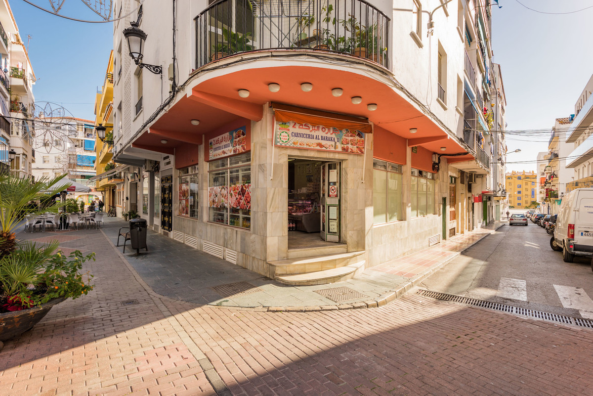 Fantastic commercial premises of 230 sqm distributed in two floors (ground floor and basement). The , Spain