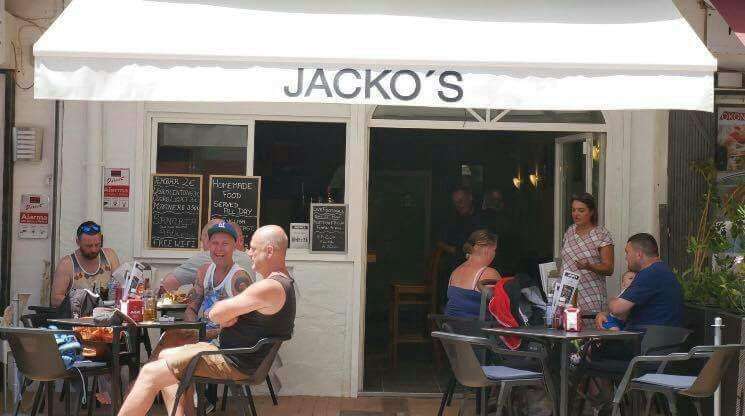 Great little starter bar in a popular area of Torreblanca. The property has a cafe bar licence and i,Spain