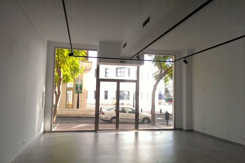 Commercial property recently refurbished. Located in the heart of Puerto Banus, near the harbor, sur, Spain