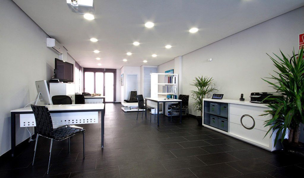 **¡Magnific comercial local! ** 65m2 situated in the principal avenue of Puerto Banus. The local wit,Spain