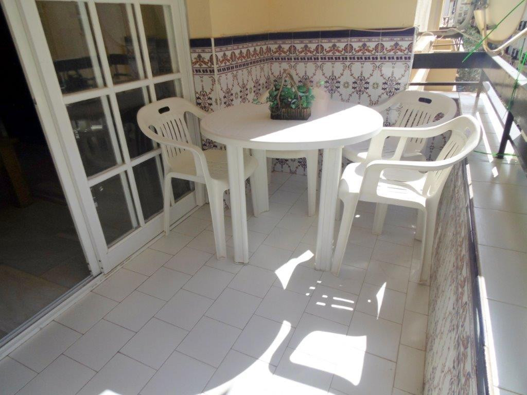 Location, location, location! Bargain!! 2 bedroom apartment for sale third line beach in Fuengirola , Spain