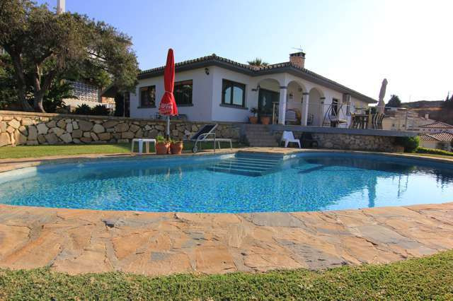 Espectacular villa fully reformed in 2009. Bright and modern located in a private residential area. ,Spain