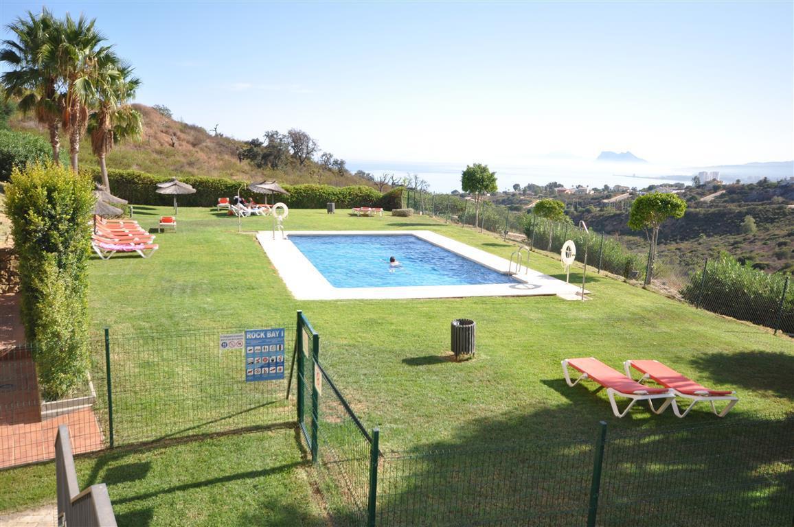 BARGAIN!! Fantastic quality middle floor apartment. Located mid way between La Duqesa and the presti,Spain