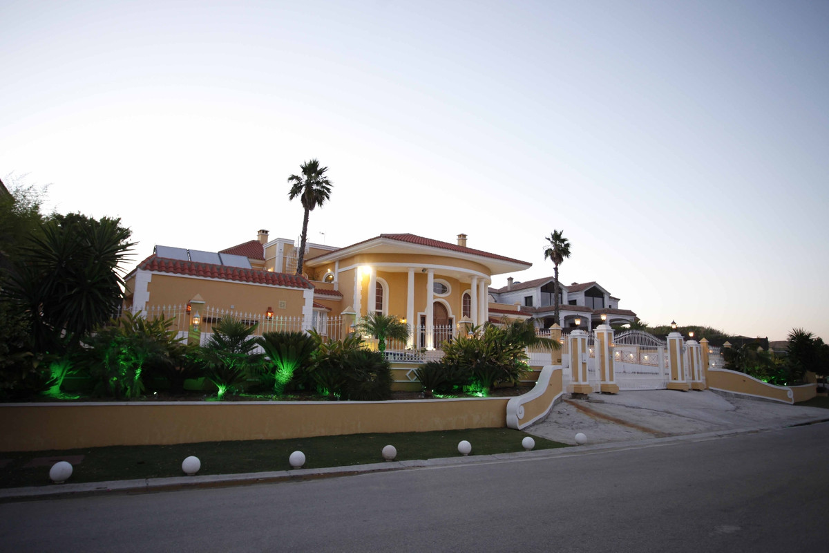 Outstanding villa in Sotogrande Alto, offering panoramic views towards the sea, Gibraltar, Africa an, Spain