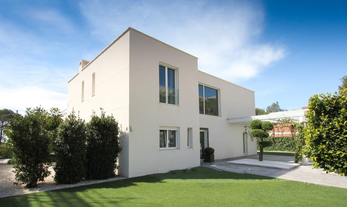 Amazing villa for sale!  The property is almost new, the view is splendid, built in a minimalistic s,Spain