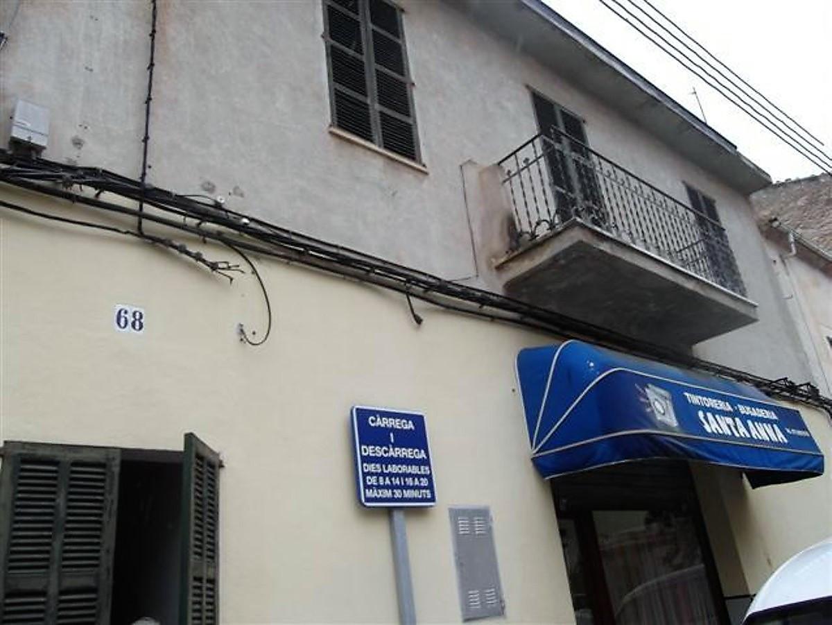 En Muro , 2 construcciones  mas terreno en la parte de enmedio da a dos calles ala calle  Juan Carlo,Spain