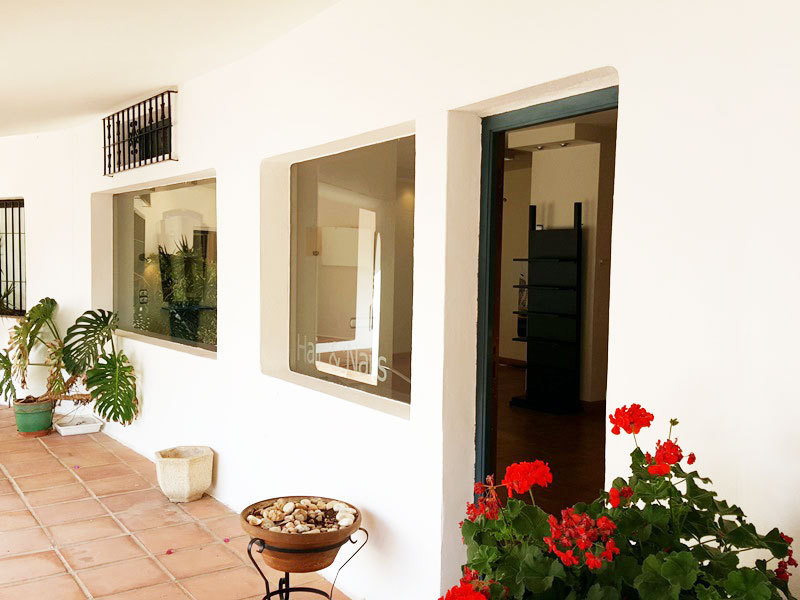 OPPORTUNITY IN PUERTO CABOPINO.  This very well positioned property was originally a hair salon and ,Spain