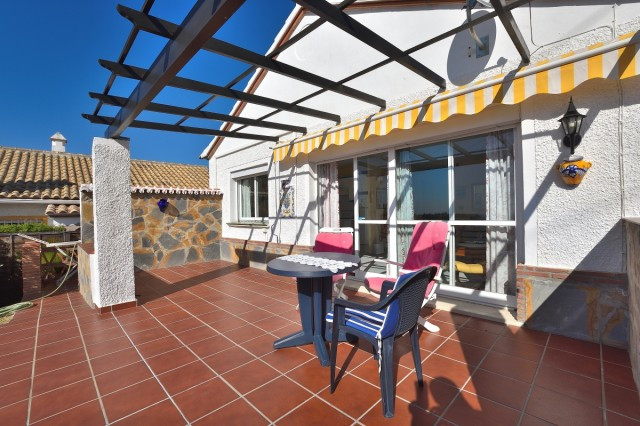South of Fuengirola in El Faro you will find this detached villa in a quiet area with a private gard, Spain