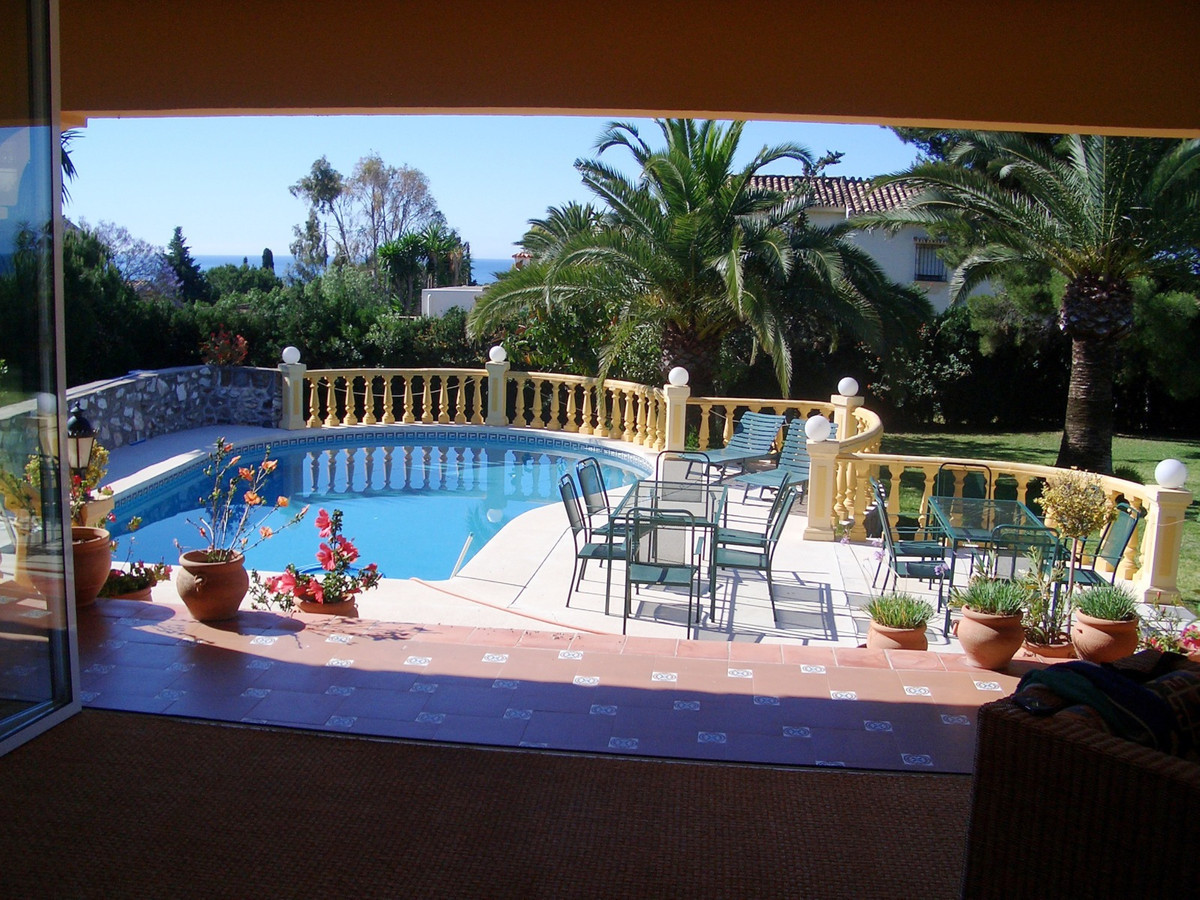 Just listed today, a villa in El Paraiso, with amazing opportunities. The villa needs some elevation, Spain