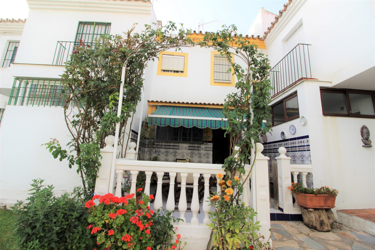 Magnificent townhouse completely renovated in a very quiet urbanization in the area of ??Diana, clos,Spain